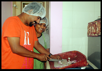 lovinghearts2_Home_made_food_Served_to_the_needy_bangalore